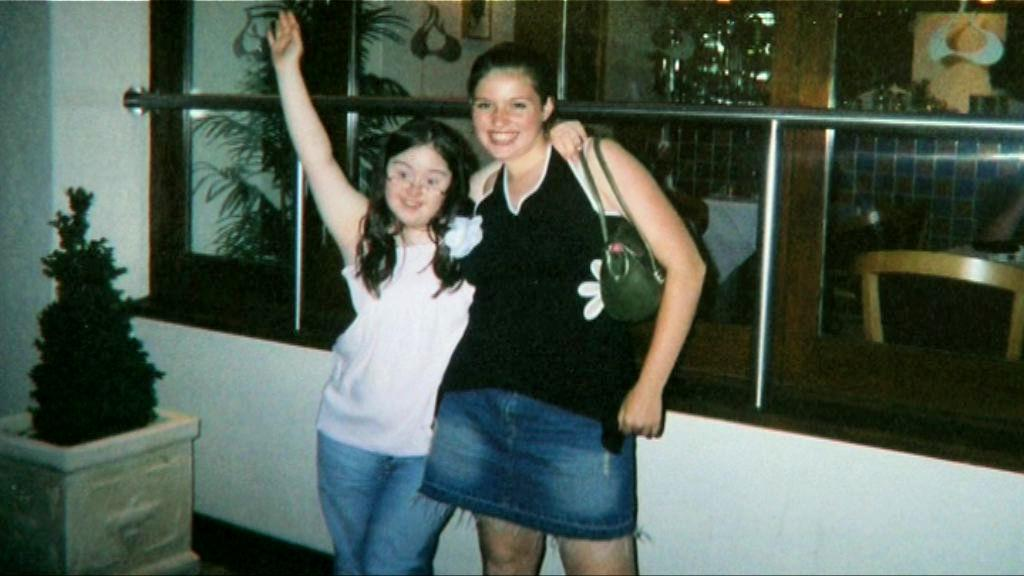 Hilly and her sister Poppy as teenagers.
